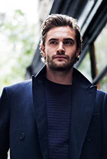 Tom Bateman Picture