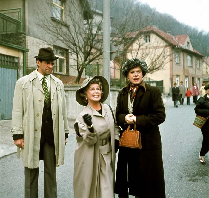 Iva Janzurová, Stella Májová, and Frantisek Peterka in Co je doma, to se pocítá, pánové... (1980)