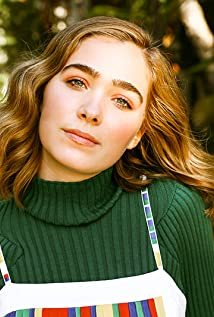 Haley Lu Richardson Picture