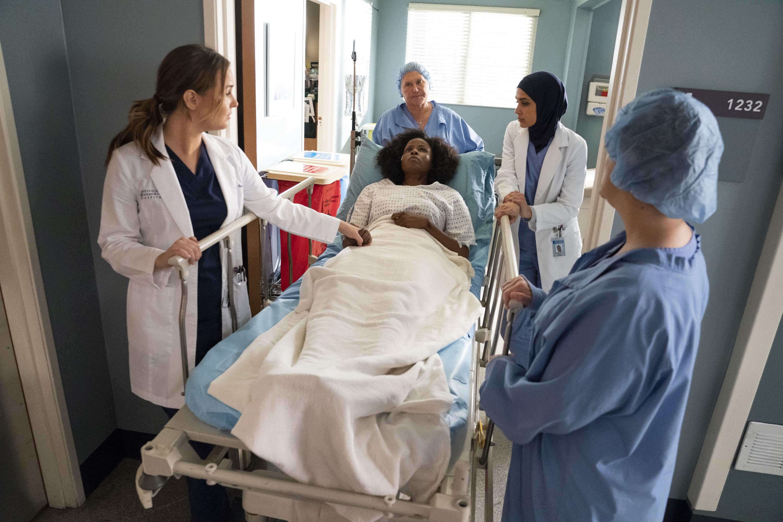 Linda Klein, Sophia Ali, Khalilah Joi, Elisabeth Finch, and Camilla Luddington in Grey's Anatomy (2005)