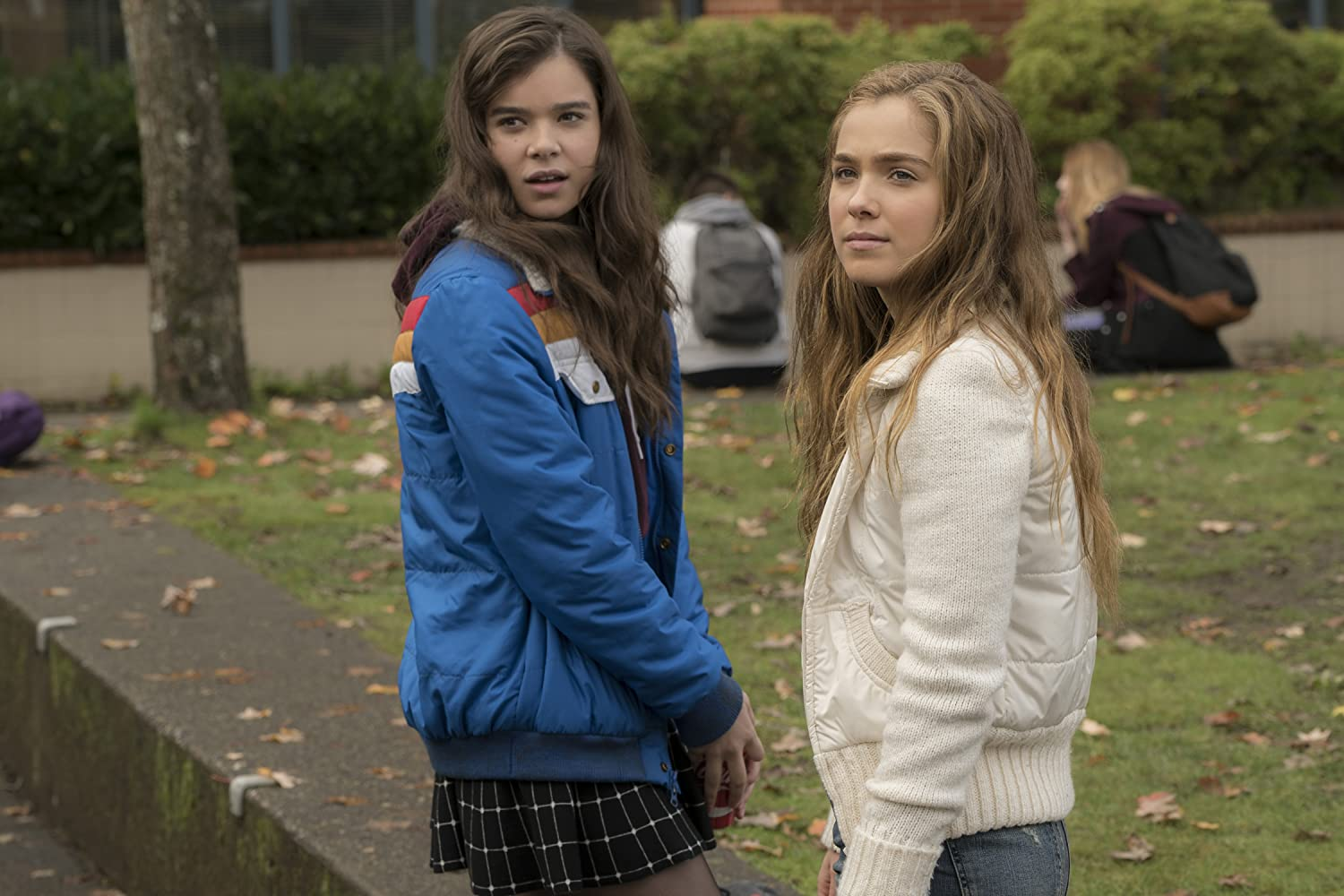 Hailee Steinfeld and Haley Lu Richardson in The Edge of Seventeen (2016)