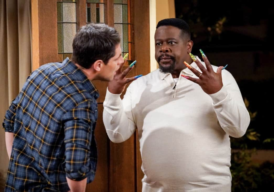 Cedric the Entertainer and Max Greenfield in Welcome to the Invasion (2021)