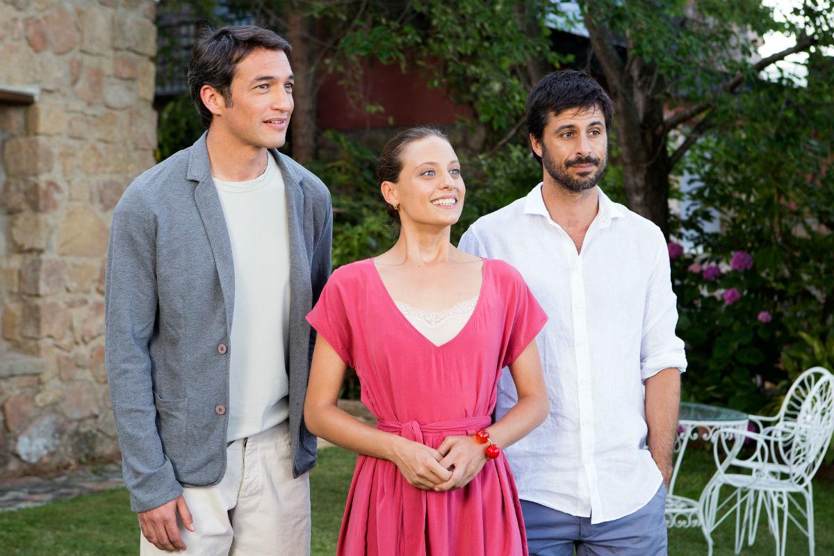 Michelle Jenner, Hugo Silva, and Ilay Kurelovic in Tenemos que hablar (2016)