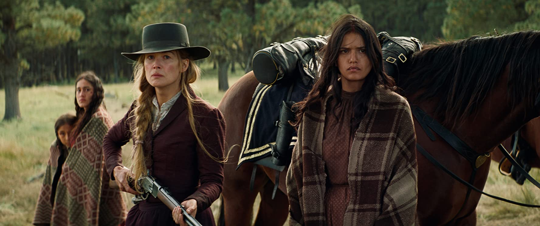 Q'orianka Kilcher, Rosamund Pike, Tanaya Beatty, and Xavier Horsechief in Hostiles (2017)