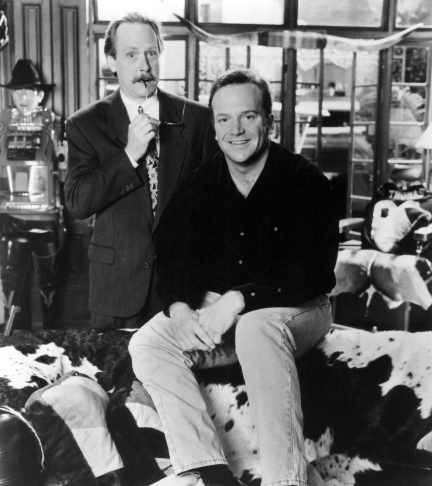 Tom Arnold and Martin Mull in The Jackie Thomas Show (1992)