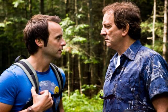 Michel Côté and Louis-José Houde in De père en flic (2009)