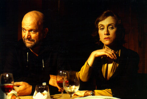 Betty Gofman and Cecil Thiré in Cronicamente Inviável (2000)