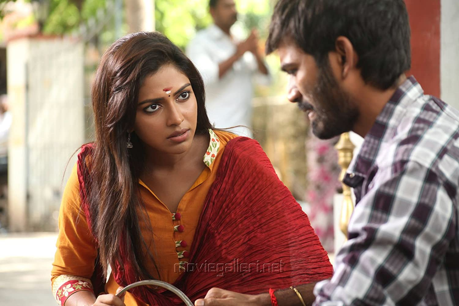 Velaiilla pattadhari 2014 dhanush and amala paul in velaiilla pattadhari 2014 thecheapjerseys Images