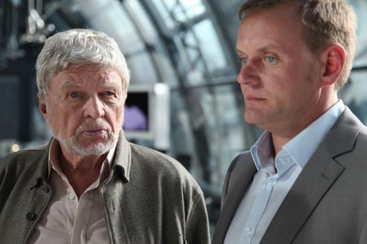 Hardy Krüger and Devid Striesow in Familiengeheimnisse - Liebe, Schuld und Tod (2011)