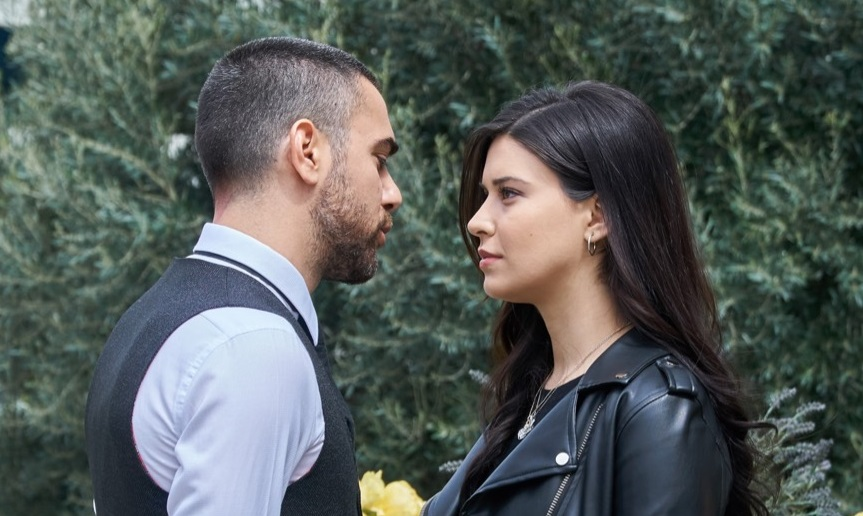Kadir Dogulu and Devrim Özkan in 15.Bölüm (2019)
