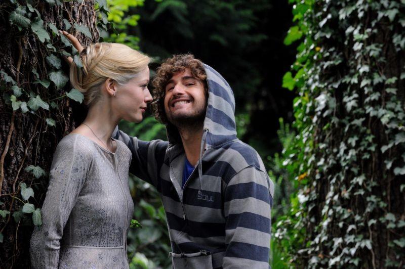 Sarah Felberbaum and Alessandro Siani in Il principe abusivo (2013)