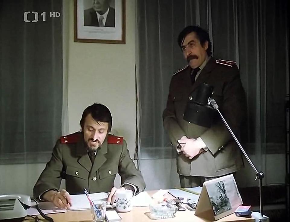 Milan Lasica and Július Satinský in Buldoci a tresne (1981)