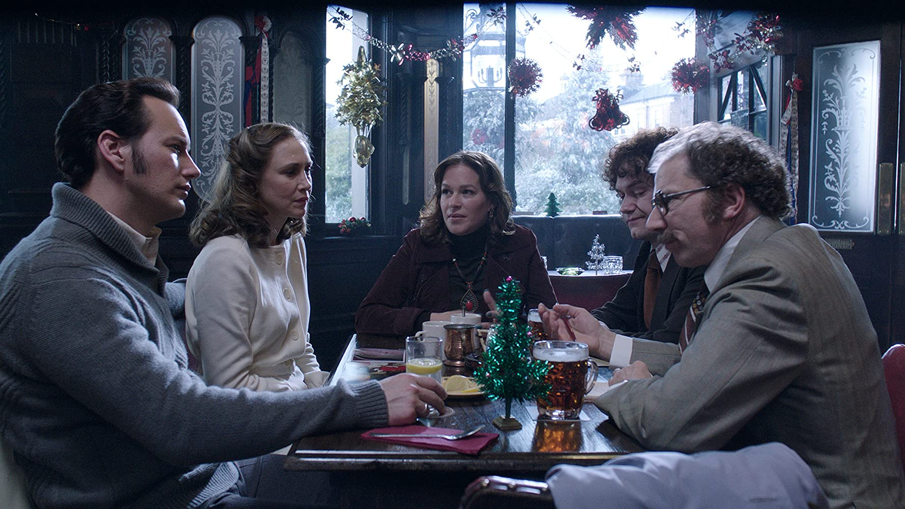 Franka Potente, Vera Farmiga, Simon McBurney, and Patrick Wilson in The Conjuring 2 (2016)