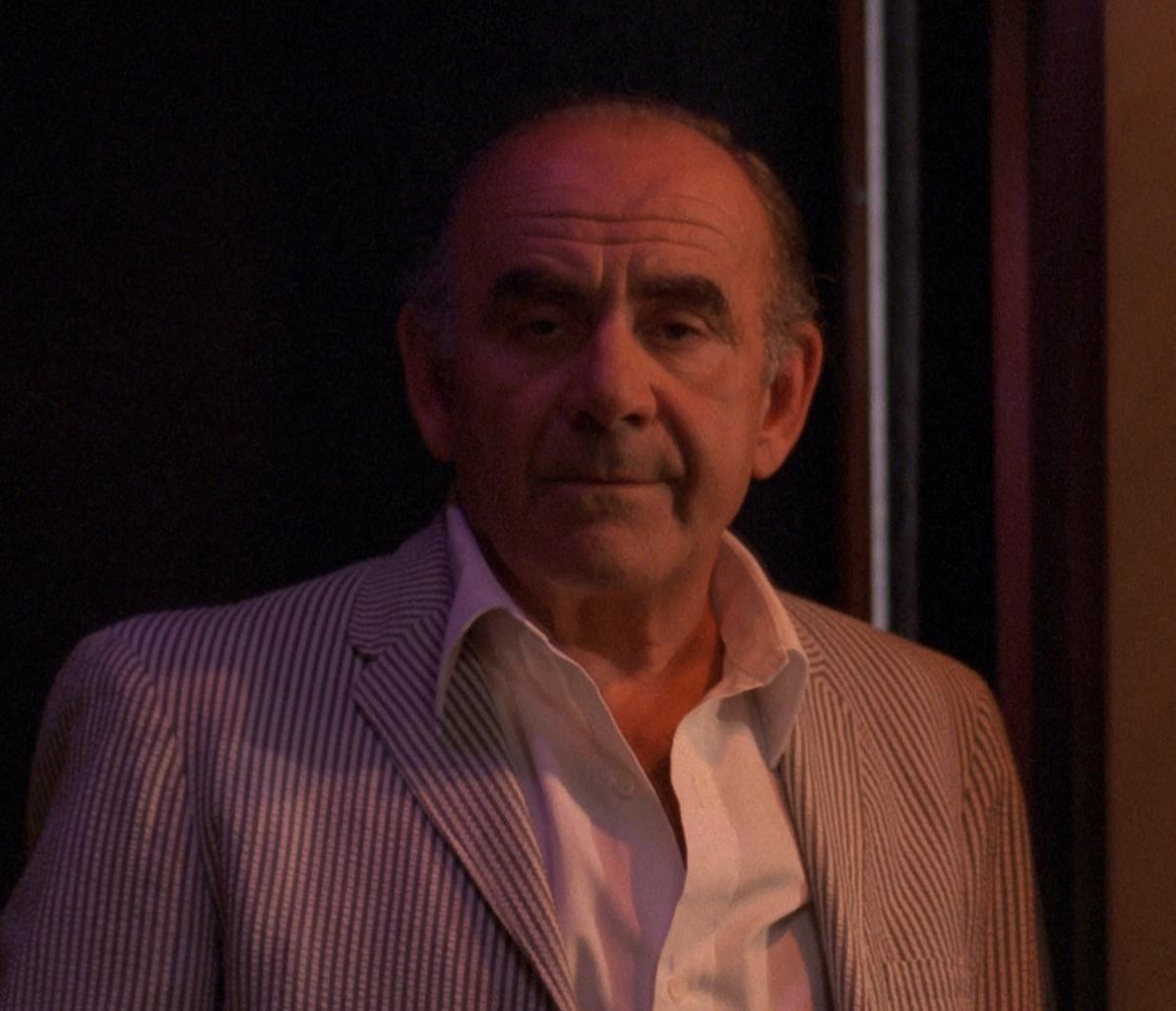 Vittorio Caprioli in Cenerentola '80 (1984)