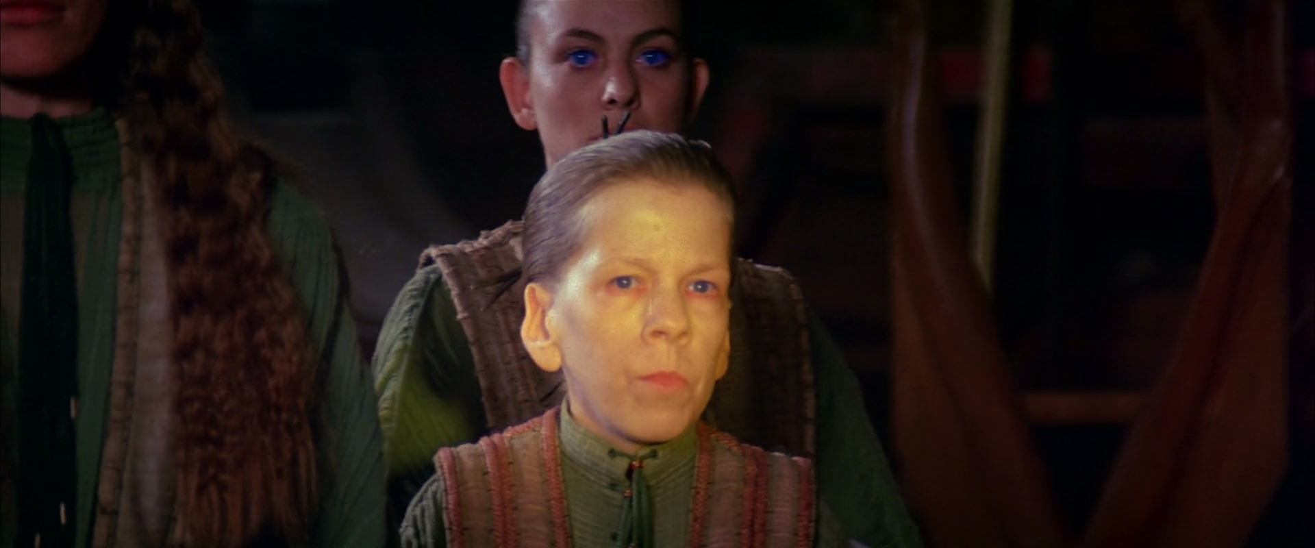 Linda Hunt in Dune (1984)
