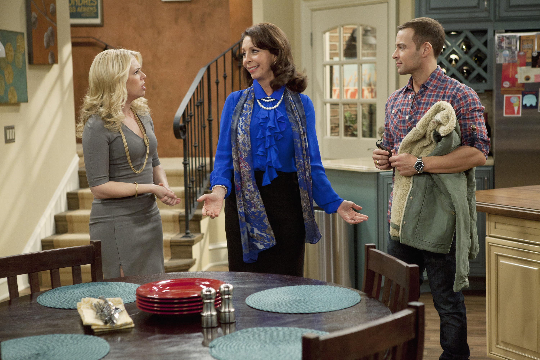 Melissa Joan Hart, Joey Lawrence, and Rita Rudner in Melissa & Joey (2010)