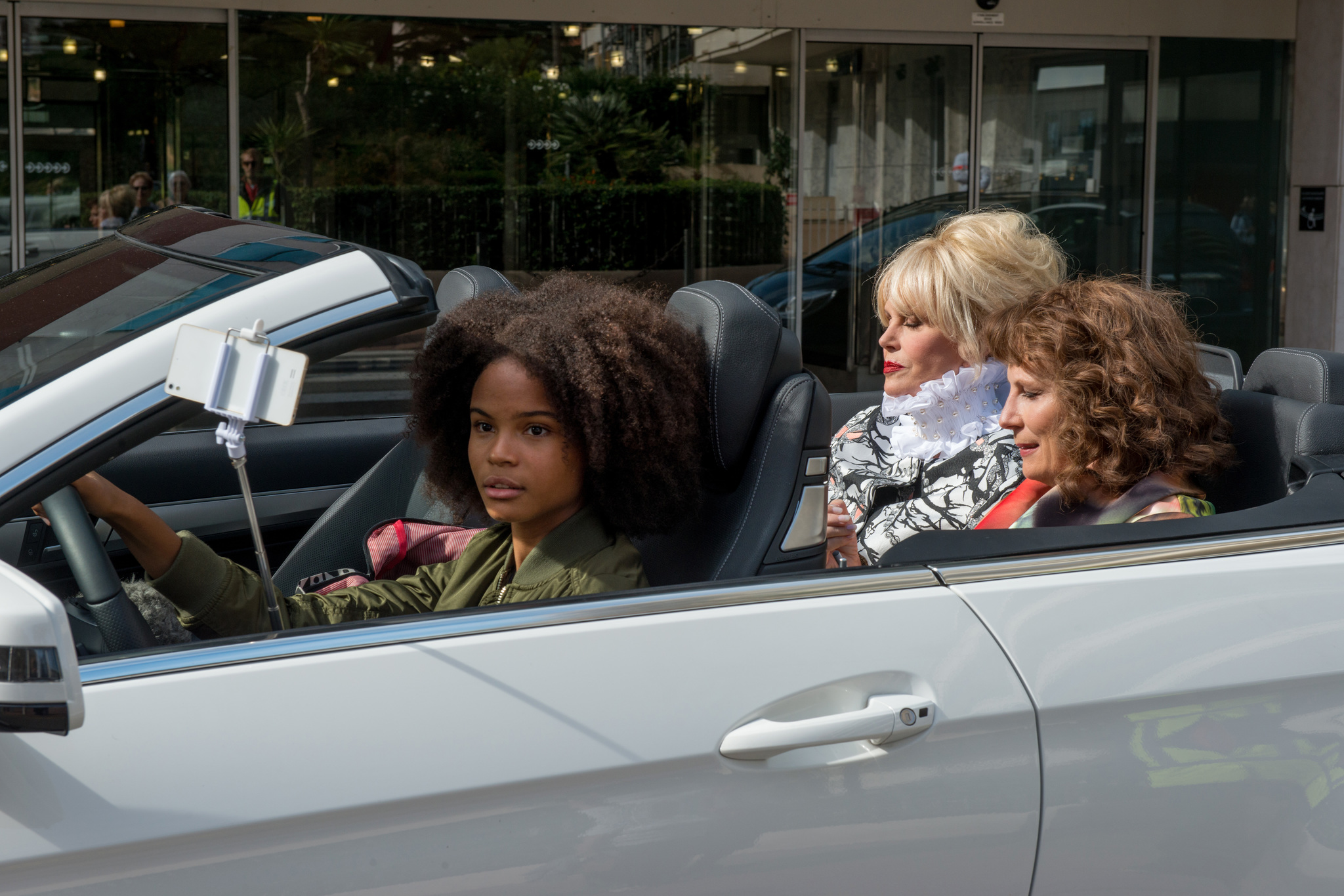 Joanna Lumley, Jennifer Saunders, and Indeyarna Donaldson-Holness in Absolutely Fabulous: The Movie (2016)