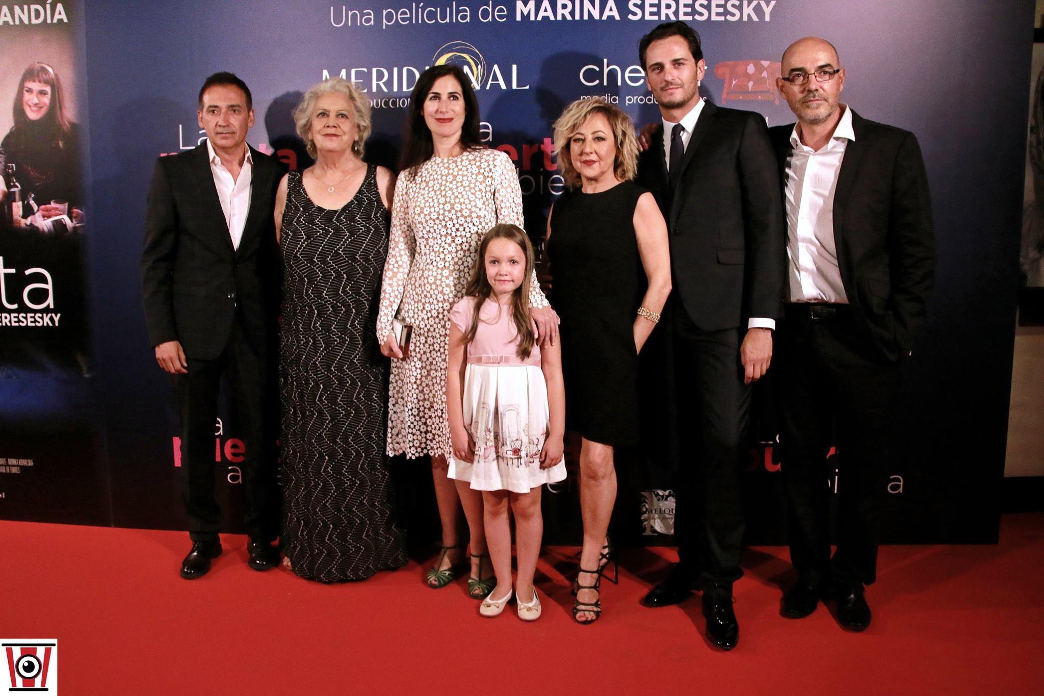 Álvaro Lavín, Terele Pávez, Marina Seresesky, Carmen Machi, Asier Etxeandia, and Lucía Balas at an event for La puerta abierta (2016)