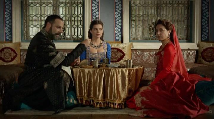 Meltem Cumbul, Ozan Güven, and Pelin Karahan in Muhtesem Yüzyil (2011)