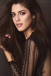 Izabelle Leite Picture