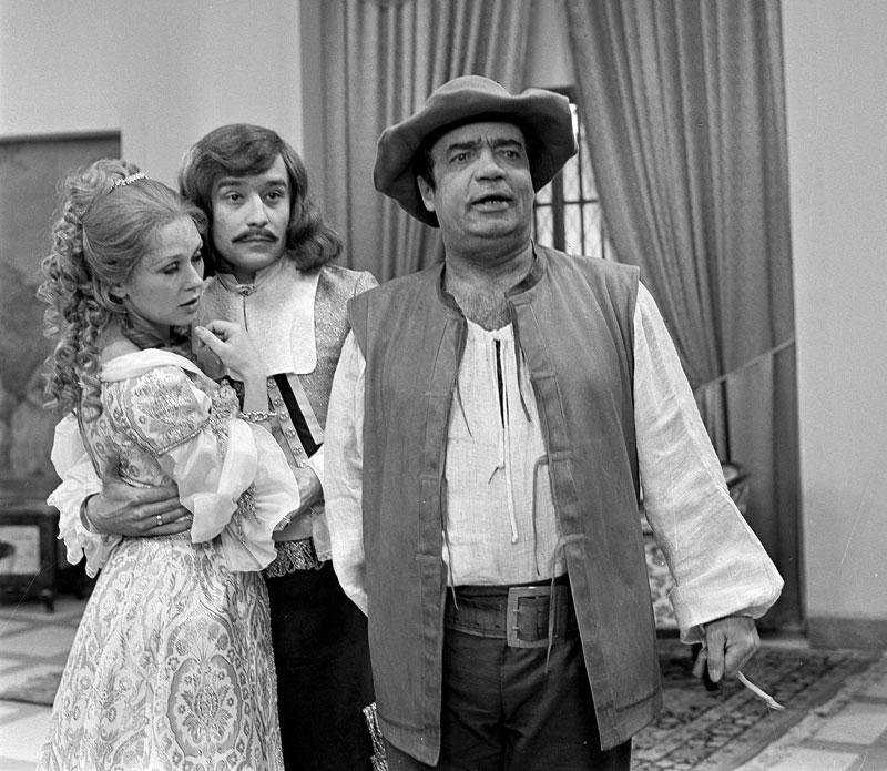 Katerina Machácková, Vladimír Mensík, and Viktor Preiss in Skapinova sibalství (1980)