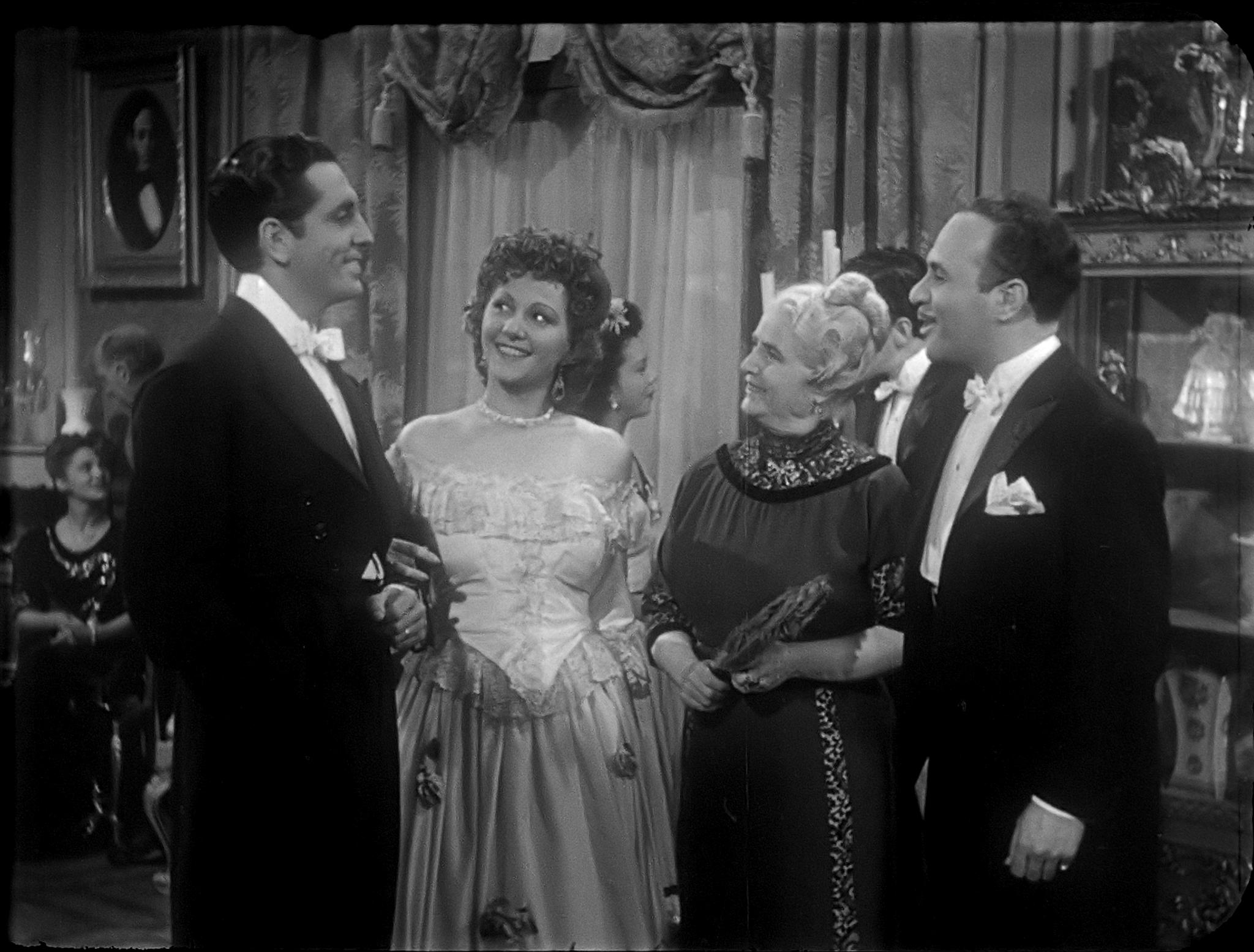 Luis Aldás, Dolores Camarillo, and Amparo Morillo in La mujer que engañamos (1945)