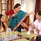 Mohan Joshi, Vandana Gupte, and Sai Tamhankar in Be Dune Saade Chaar (2009)