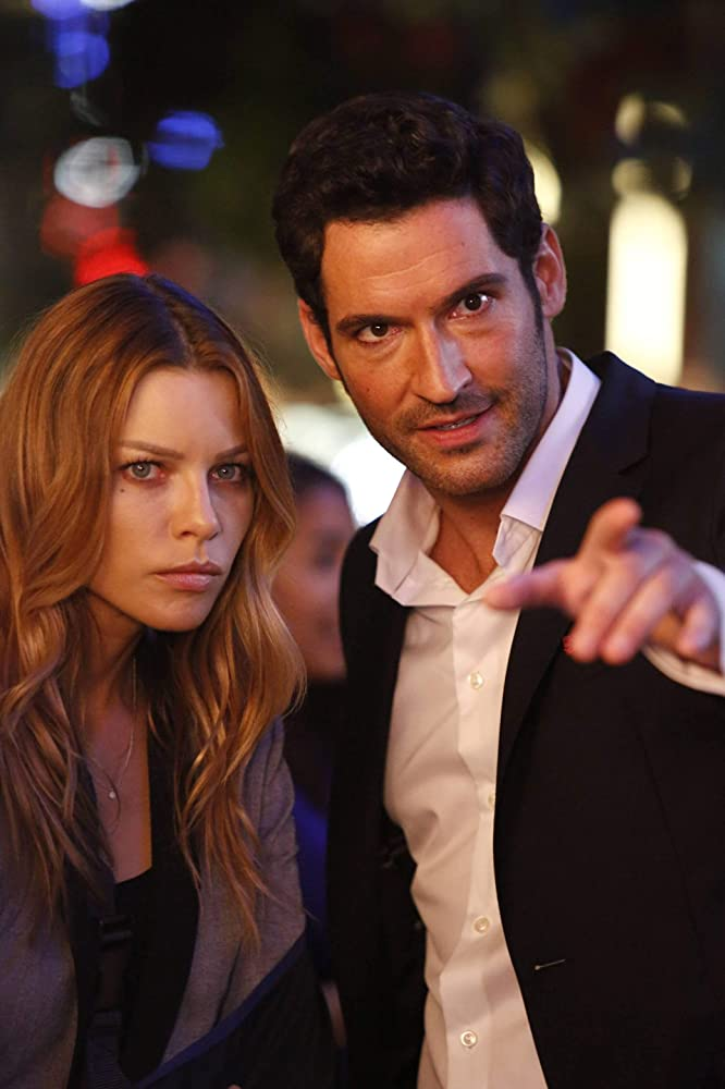 Tom Ellis and Lauren German in Lucifer 2015