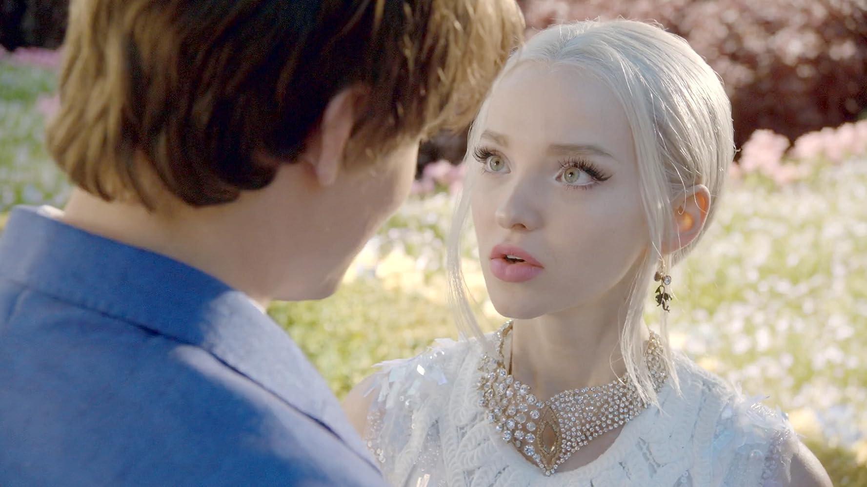 Descendants 2 (2017) Online Subtitrat in Romana