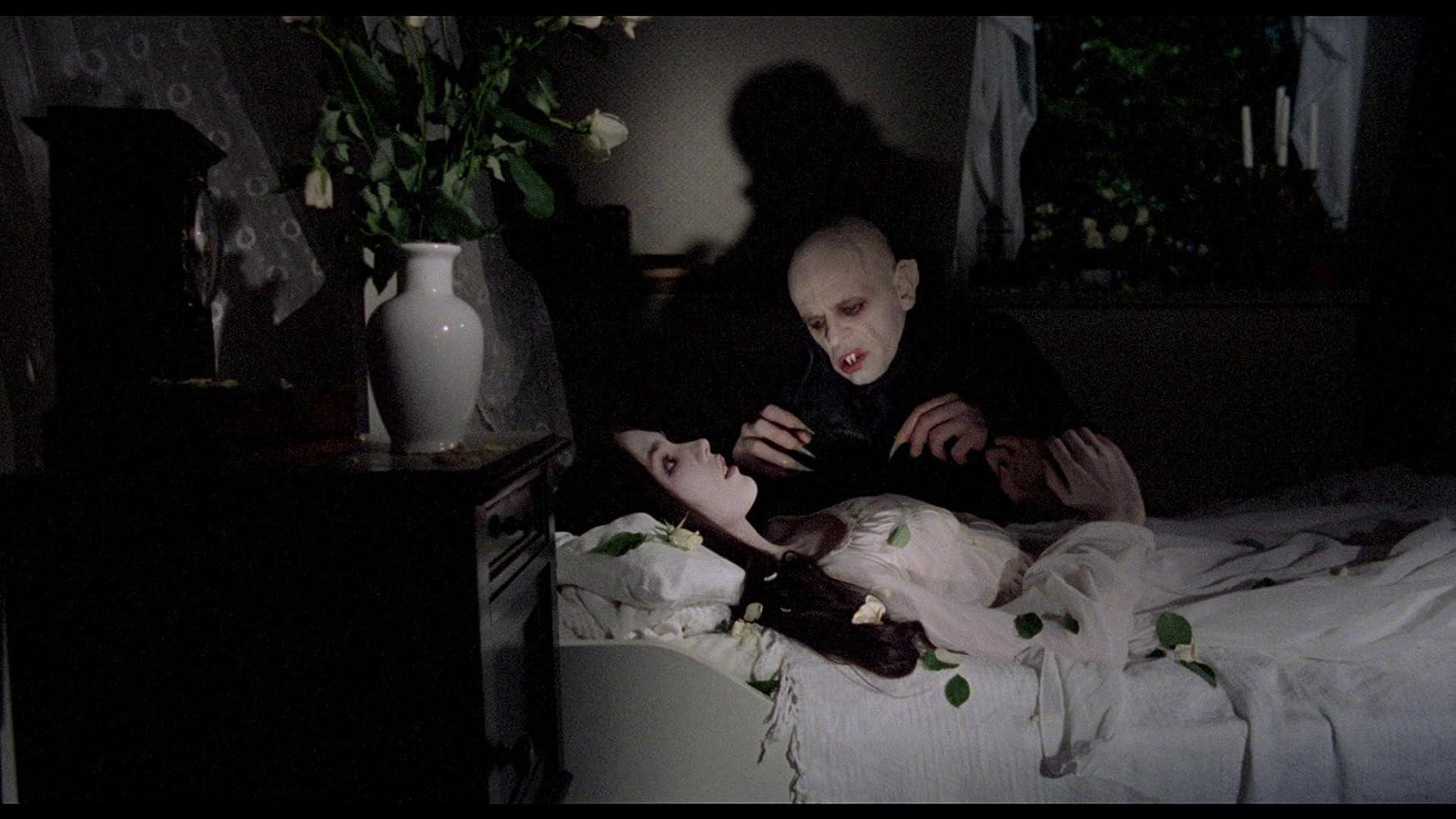 Isabelle Adjani and Klaus Kinski in Nosferatu: Phantom der Nacht (1979)
