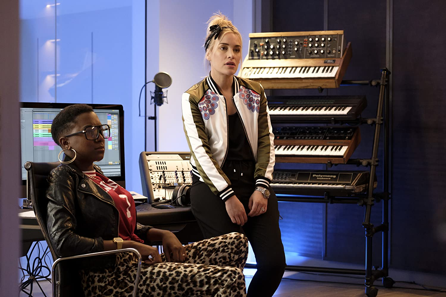 Piper Perabo and Jade Anouka in Turn Up Charlie (2019)