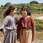 Lise Leplat Prudhomme and Lucile Gauthier in Jeannette, l'enfance de Jeanne d'Arc (2017)