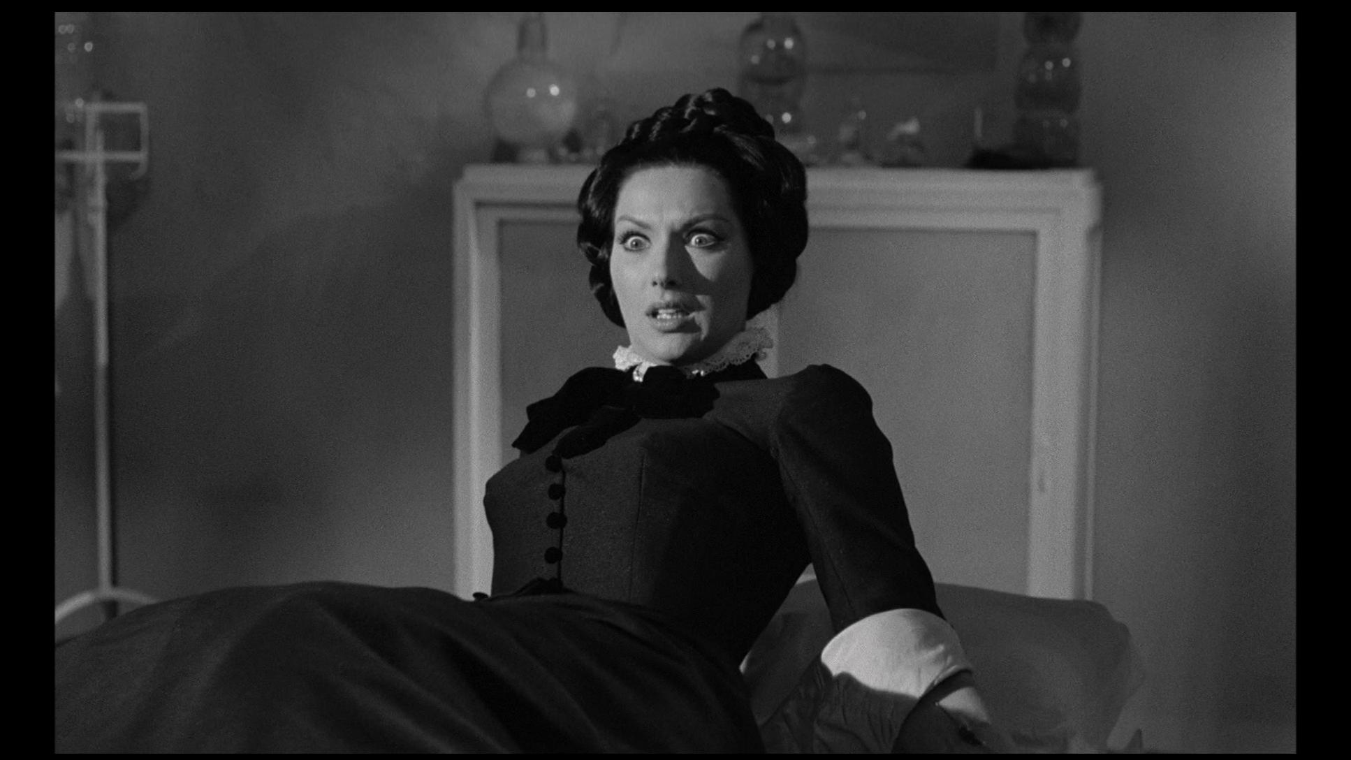 Helga Liné in Amanti d'oltretomba (1965)