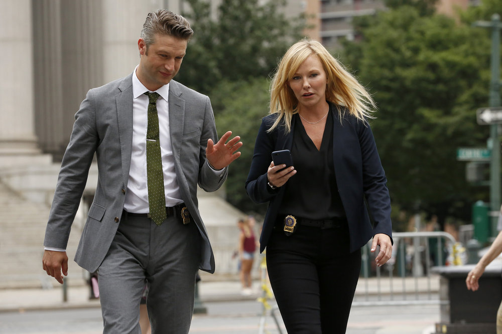 Kelli Giddish and Peter Scanavino in Law & Order: Special Victims Unit (1999)