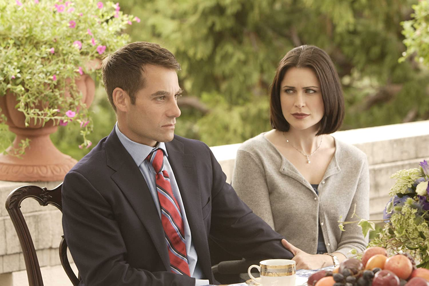 Adrian Pasdar and Rena Sofer in Heroes (2006)