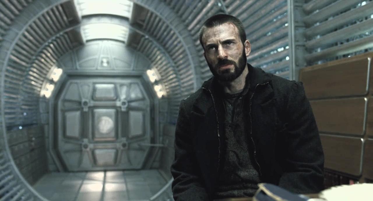 Chris Evans memerankan karakter Curtis dalam 'Snowpiercer' (2013).