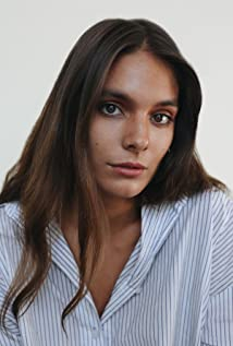 Caitlin Stasey Picture