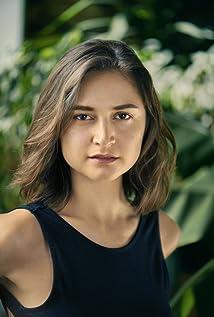 Isabella Nefar Picture