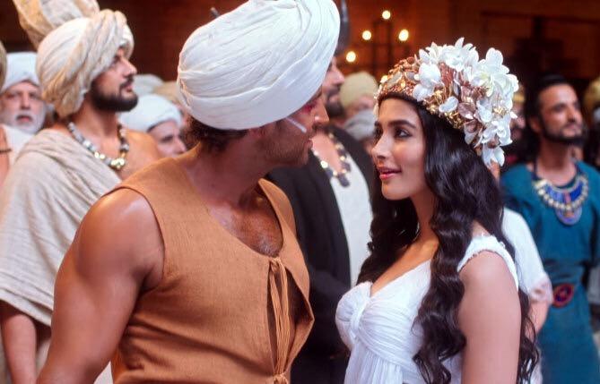 Kabir Bedi, Hrithik Roshan, Arunoday Singh, and Pooja Hegde in Mohenjo Daro (2016)