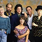 Jamie Lee Curtis, Ann Magnuson, Richard Frank, Holly Fulger, Richard Lewis, and Bruce Weitz in Anything But Love (1989)