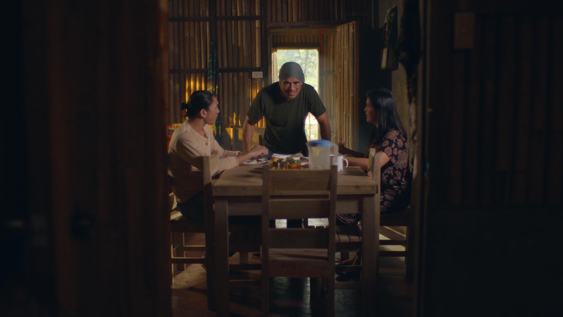 Neil Ryan Sese, Rich Asuncion, and Ian Ignacio in Descendants of the Sun (2020)