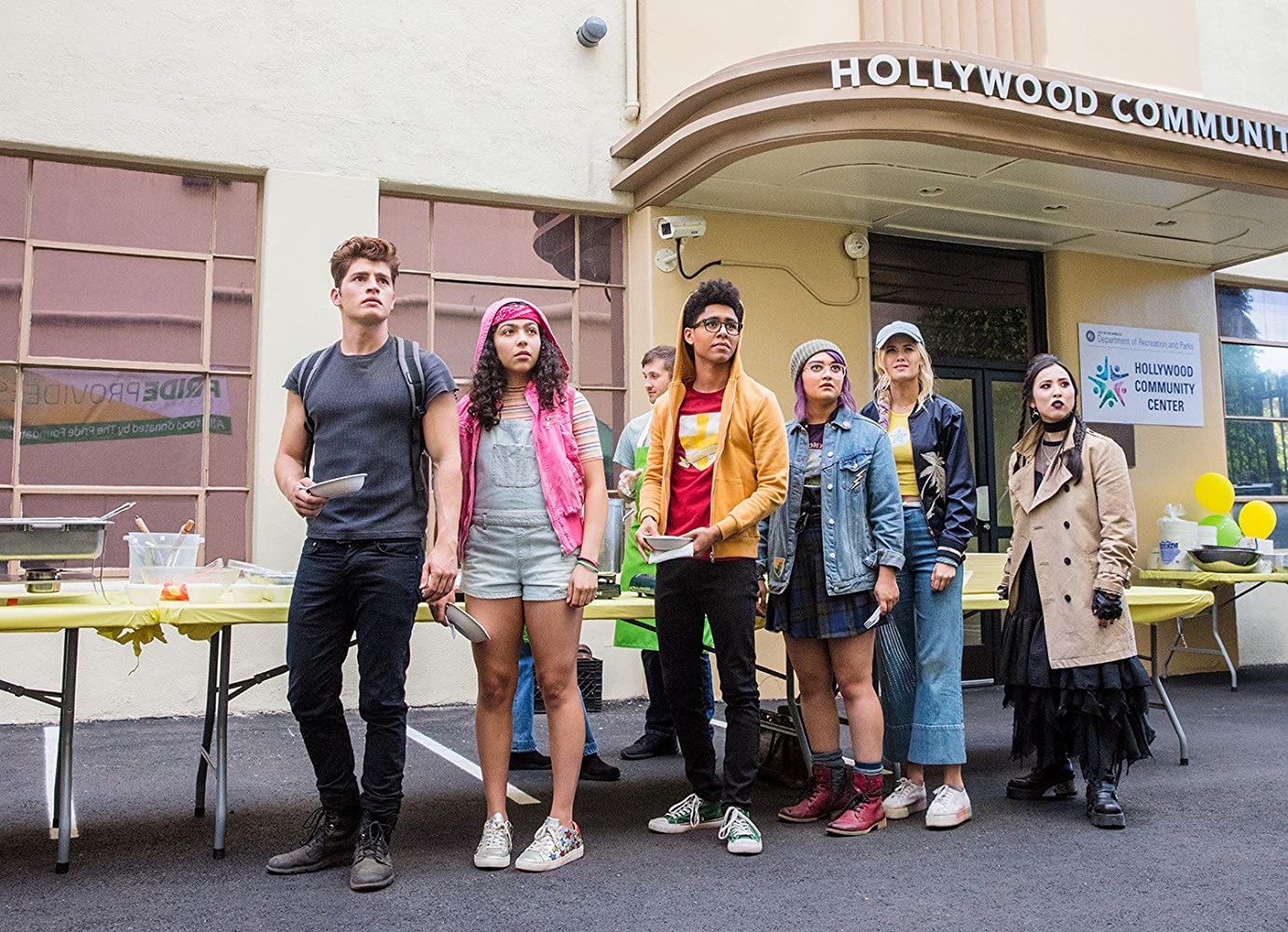 Gregg Sulkin, Ariela Barer, Lyrica Okano, Virginia Gardner, Allegra Acosta, and Rhenzy Feliz in Runaways (2017)