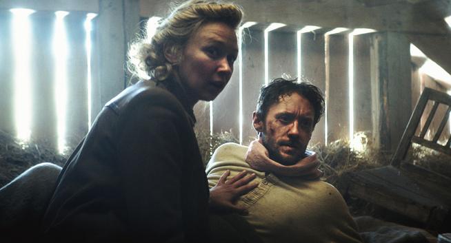 Marie Blokhus and Thomas Gullestad in Den 12. mann (2017)