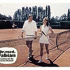 Hans-Joachim Kulenkampff and Maria Perschy in Dr. med. Fabian - Lachen ist die beste Medizin (1969)
