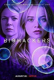 Jessica Schwarz and Luna Wedler in Biohackers (2020)