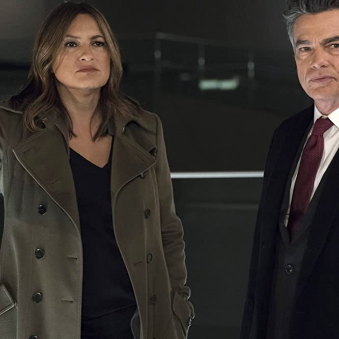 Peter Gallagher and Mariska Hargitay in Law & Order: Special Victims Unit (1999)