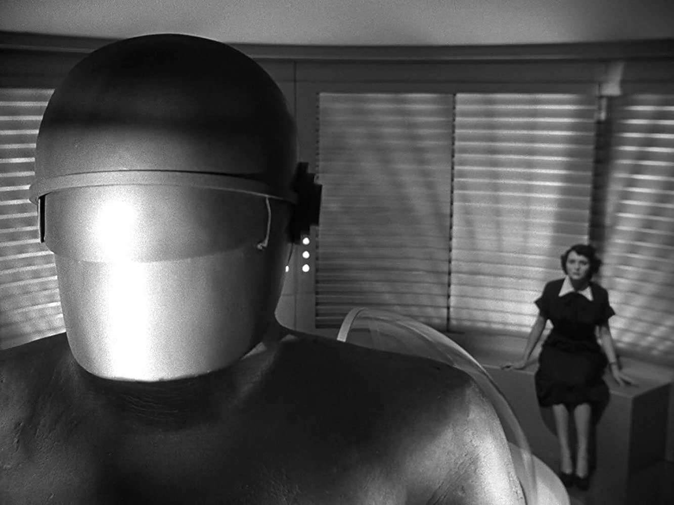Lock Martin and Patricia Neal in The Day the Earth Stood Still (1951)