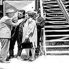 Lavrentis Dianellos, Stefanos Stratigos, Martha Vourtsi, and Nikos Xanthopoulos in Einai megalos o kaimos (1964)