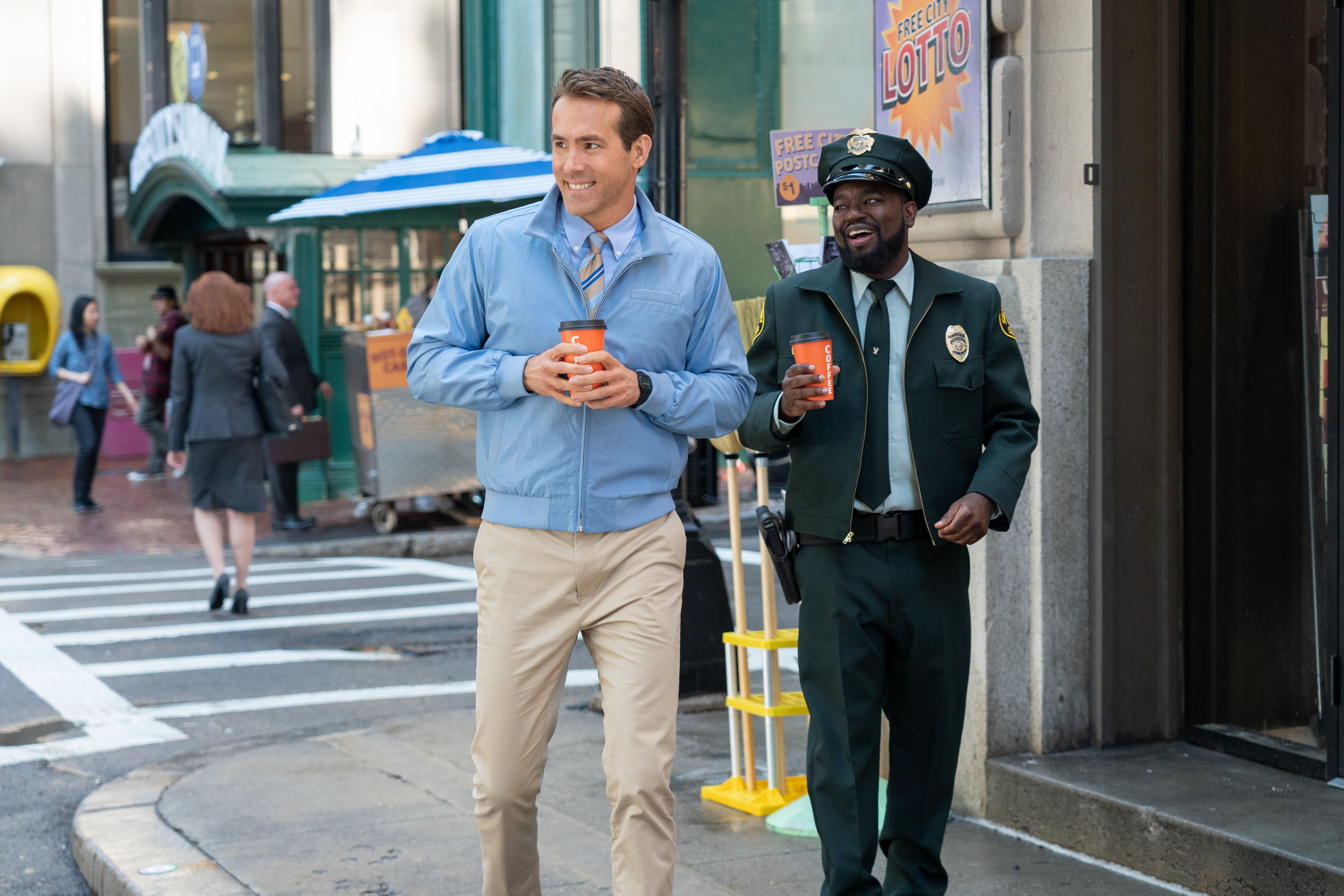 Ryan Reynolds and Lil Rel Howery in Free Guy (2021)