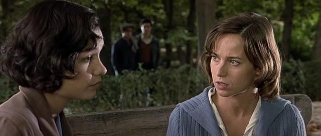 Marta Etura and Nadia de Santiago in Las 13 rosas (2007)
